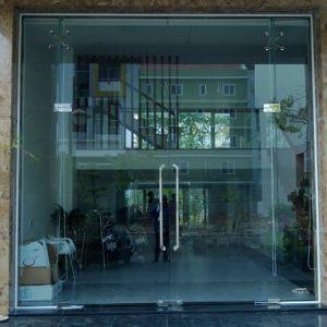 cửa kính bản lề sàn 04