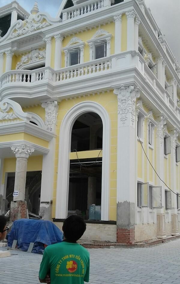 Cua Nhom Kinh Binh Duong (1)